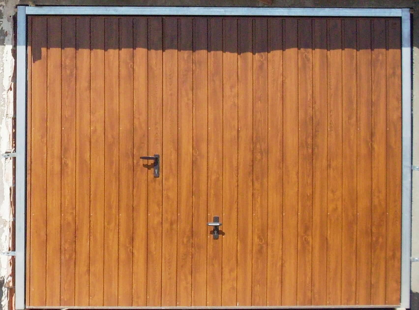 brama garażowa uchylna z drzwiami